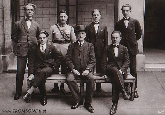 1925 : EN HAUT : ? / ? / ? / ? / EN BAS : ? / Louis ALLARD (professeur) / Auguste DUBAR