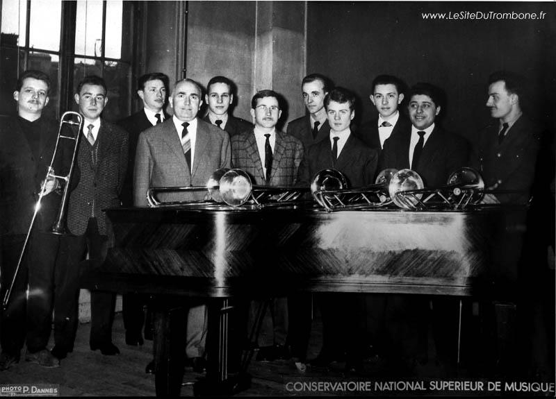 1961-1962 : Jean-Marie DIETSCHY / Jean-Claude BARBEZ / André GOUDENHOOFT / Gérard PICHAUREAU (professeur) / Georges SANFOURCHE / Guy VIEL / Dominique WATRE / Jean-Pierre BURTIN / Bernard POULAIN / Georges CONTI / Claude BURLAT