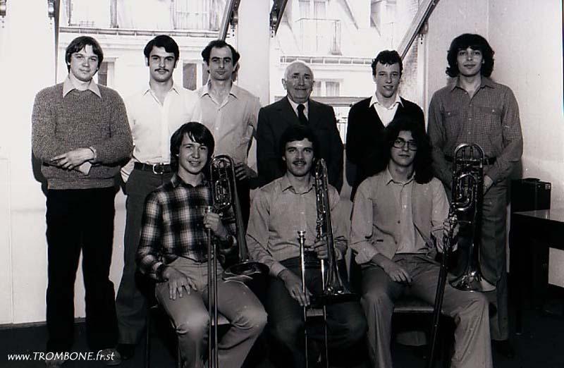 1980 (Paris) : EN HAUT : Jean-Pierre GUILOUET / Patrick DUBARRY / Philippe DULAUROY / Gérard PICHAUREAU (professeur) / Denis LELOUP / Philippe RENAULT / EN BAS : Yves FAVRE / Jean-Claude MORISSE / Bruno PONGY