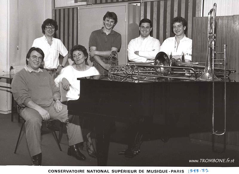 1988-1989 : Claude CHEVAILLIER (professeur) / Gilles LEBRUN / Mme HELLONIN (accompagnatrice) / Alain RIGOLLET / Vincent DEBES / Franck POITRINEAU