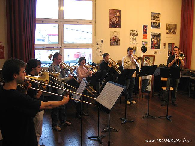 2006-2006 (Paris) : Josquin CHUFFART (trombone basse) / Eneko AZPARREN (trombone basse) / Etienne LAMATELLE / Peggy FAVOREAU / Mathieu DOUCHET / Vincent BRARD / Nicolas MOUTIER